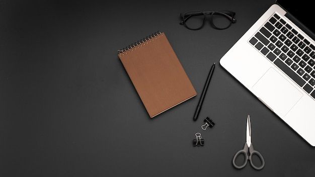 Flat lay of workstation with notebook and laptop Free Photo