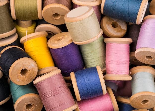 Flat lay of yarn spools Free Photo