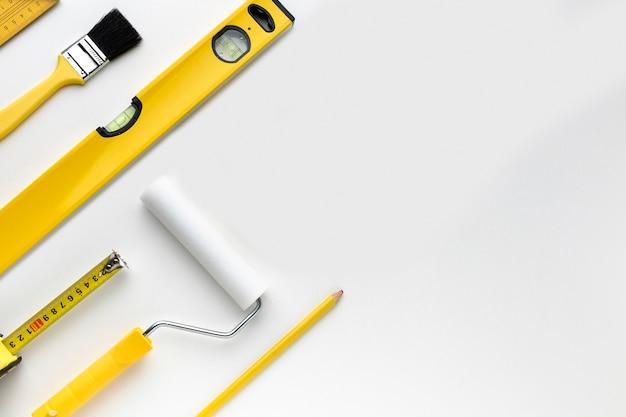 Плоские лежал желтые инструменты с копией пространства Бесплатные Фотографии