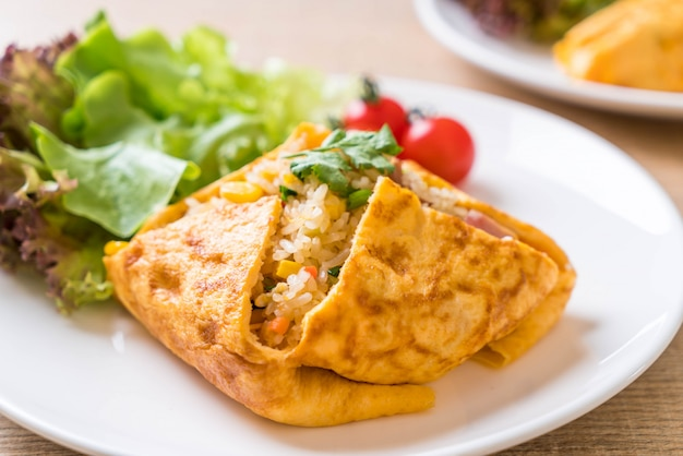 Flavored fried rice in an omelet wrapping Premium Photo
