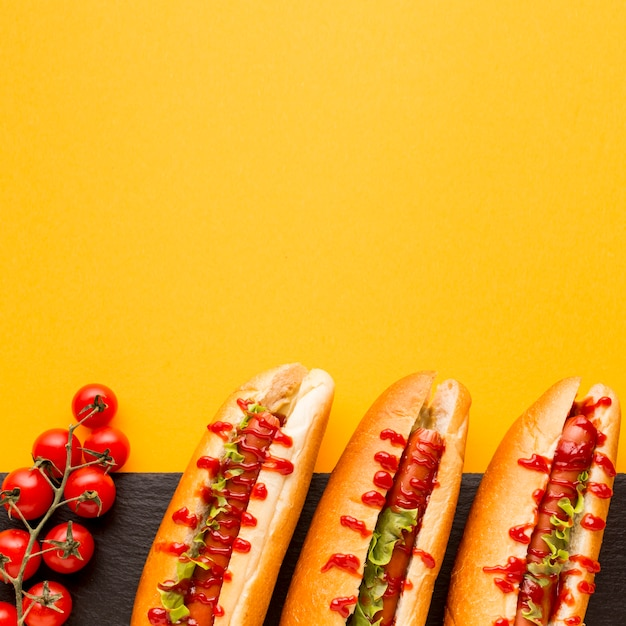 Flavorful hot dogs with tomatoes Free Photo