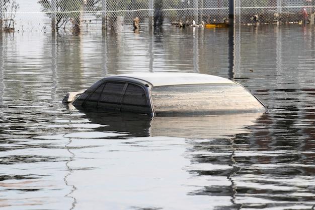 Flooded car Premium Photo