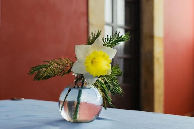 Premium Photo Floral Arrangement On A White Fabric Tablecloth Glass Vase Centerpiece With A Narcissus Elegant Vintage Restaurant Background