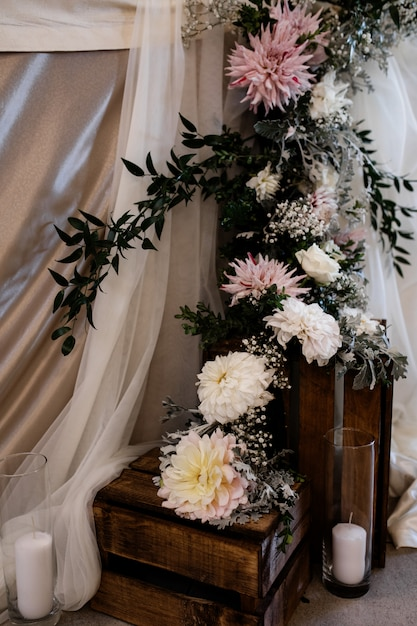 Floral composition with candles on the wooden boxes for the wedding ceremony Free Photo