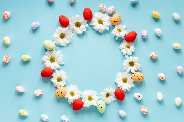 Floral and painted eggs circle on table Free Photo