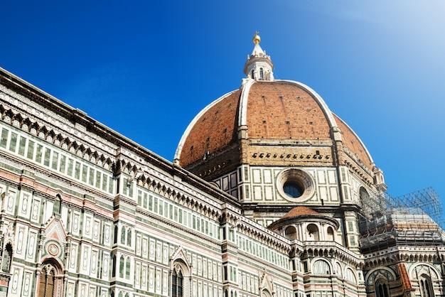 フィレンツェのフィレンツェ大聖堂-イタリア Premium写真