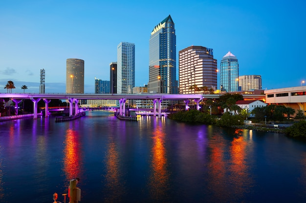 Florida tampa skyline at sunset in us Premium Photo