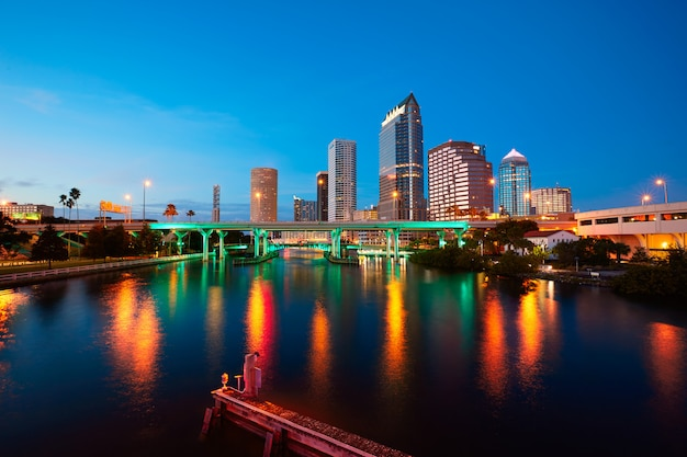 Florida tampa skyline at sunset in us Premium Photo