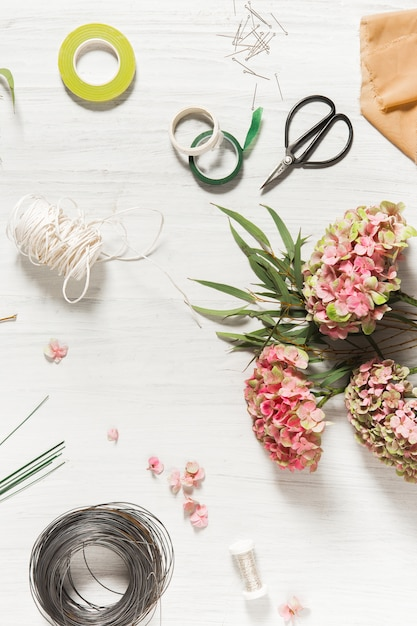 The florist desktop with working tools Free Photo