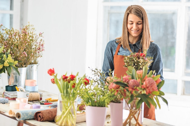 Florist making bouquet of different flowers Free Photo