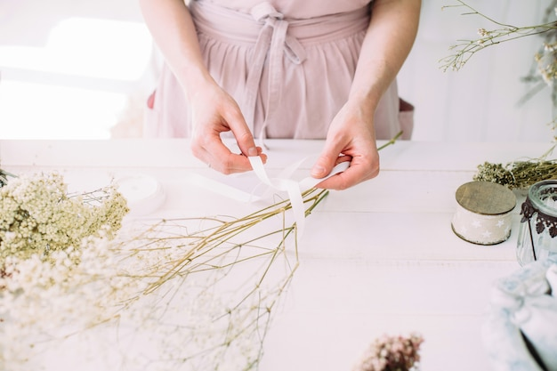 A florist working with dried flowers Premium Photo