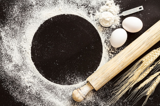 Flour paddle with black copy space background Free Photo