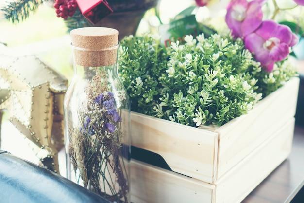 Flower vase decorated in a restaurant Premium Photo
