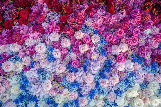 Flowers background. flower arrangement of roses, cornflowers, carnations and hydrangeas. flowerbed, top view, copy space. gretting card, postcard. Premium Photo