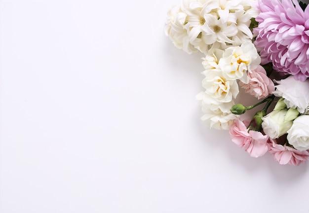 흰색 배경에 꽃 꽃다발 무료 사진