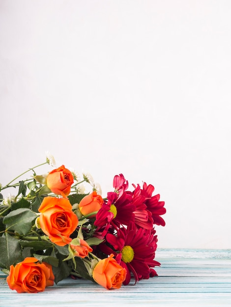 Flowers bouquet on table Free Photo