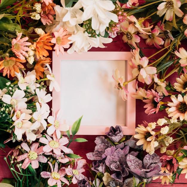 フレーム付きの花の組成 無料写真