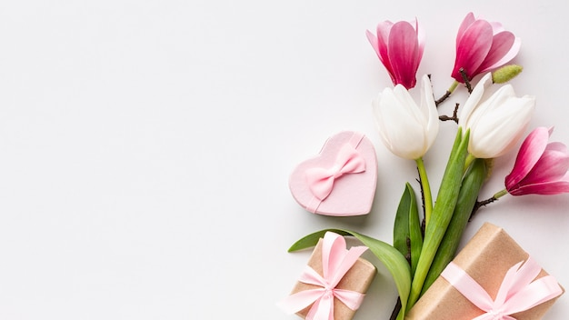 Flowers and feminine objects on white background with copy space Free Photo
