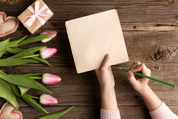 Flowers and gift for mothers day Free Photo