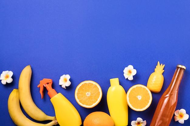 スプレーや果物の近くの花 無料写真