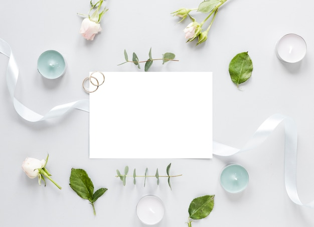 Flowers on table and wedding invitation Free Photo