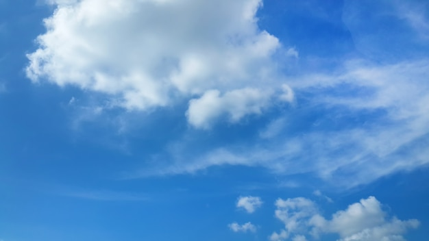 Fluffy clouds in blue sky background Free Photo