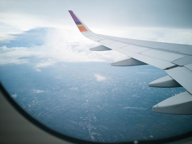 Полеты и путешествия, вид из окна самолета Premium Фотографии