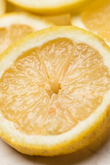 Сфокусированные ломтики кислого лимона Бесплатные Фотографии