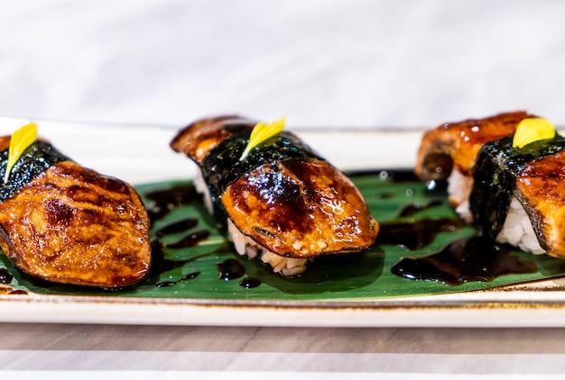 Foiegras sushi - japanese food Premium Photo