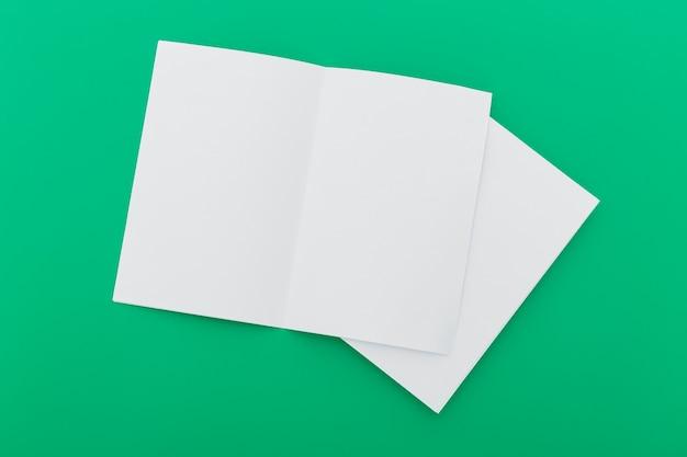折りたたまれた空白のパンフレット 無料写真