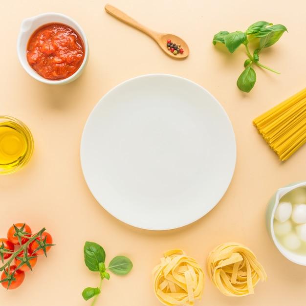 パスタのための食材の背景 Premium写真