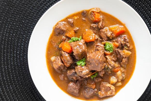 Food concept french classic beefs stew estouffade de boeuf in white ceramic plate with copy space Premium Photo