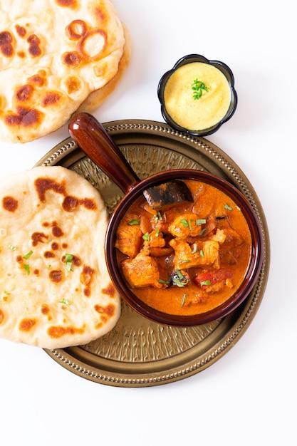 Food concept homemade tandoori chicken masala curry with naan bread and yogurt dipping sauce Premium Photo