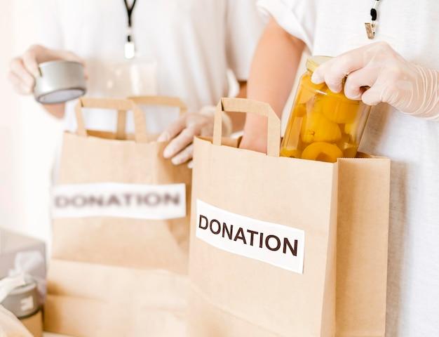 Borse per donazioni alimentari in preparazione Foto Gratuite