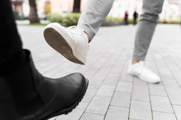 Альтернативные приветствия ноги шишка крупным планом Бесплатные Фотографии