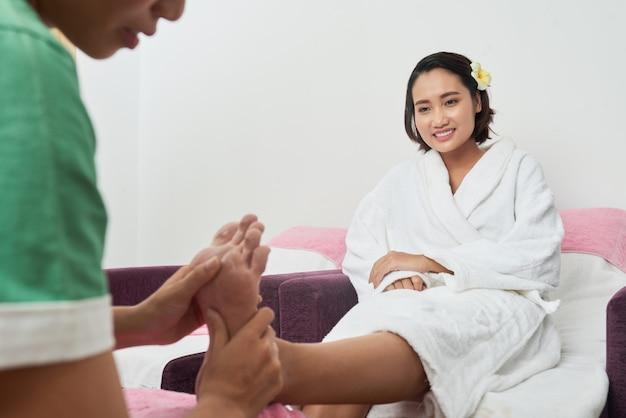 Foot massage Free Photo
