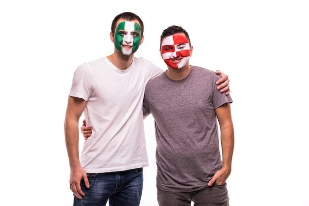 Сторонники футбольных фанатов с раскрашенным лицом национальных сборных нигерии и хорватии, изолированные на белом фоне Бесплатные Фотографии
