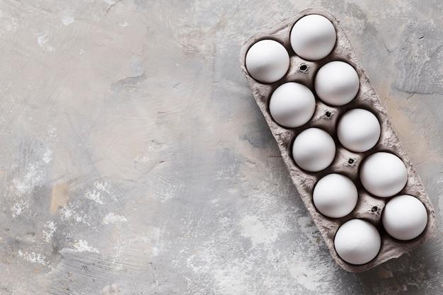 Опалубка с яйцами и копией пространства Premium Фотографии