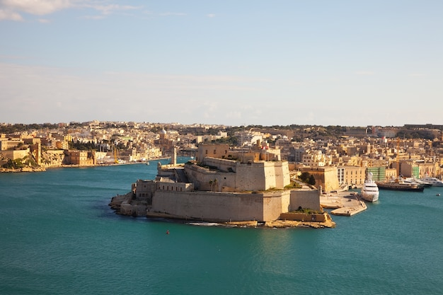 Fort of vittoriosa and grand harbour Free Photo