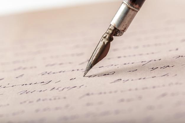 Fountain pen on an antique handwritten letter Premium Photo