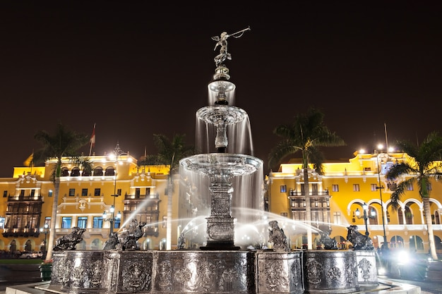 Fountain, plaza mayor Premium Photo