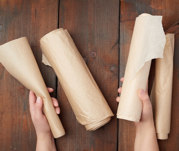 Four rolled rolls of brown parchment paper Premium Photo