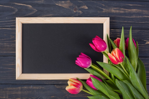 Frame chalkboard with flowers Free Photo