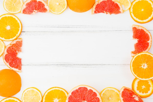 Frame of fresh grapefruits and oranges Free Photo