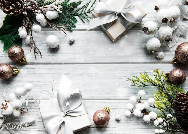 白い木の表面の装飾で作られたフレーム Premium写真