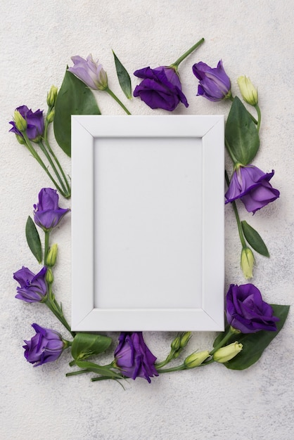 Frame with flowers on table Free Photo