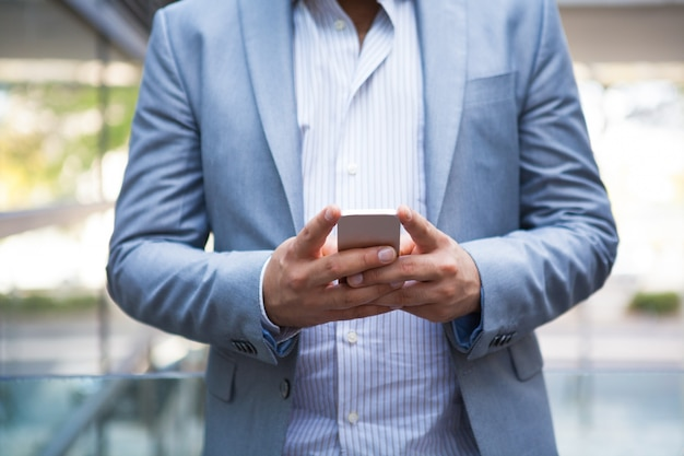 Freelance manager texting message on smartphone Free Photo