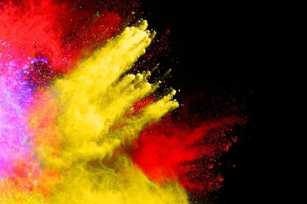 カラーパウダーのフリーズモーションの爆発/スローカラーパウダー、マルチカラーのキラキラテクスチャ。 Premium写真