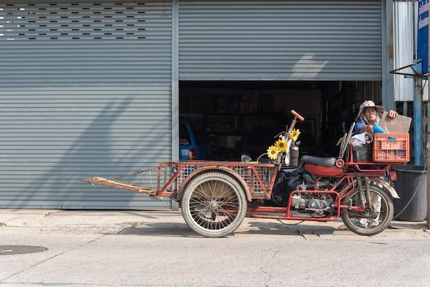 Грузовые трехколесные велосипеды (saleng, zaleng) купить неиспользованный товар Premium Фотографии