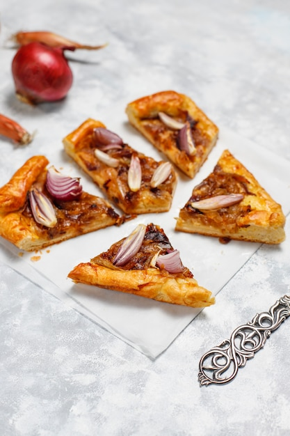 French style onion pie galette with puff pastry  and various onions shallot,red,white,yellow onions,top view Free Photo